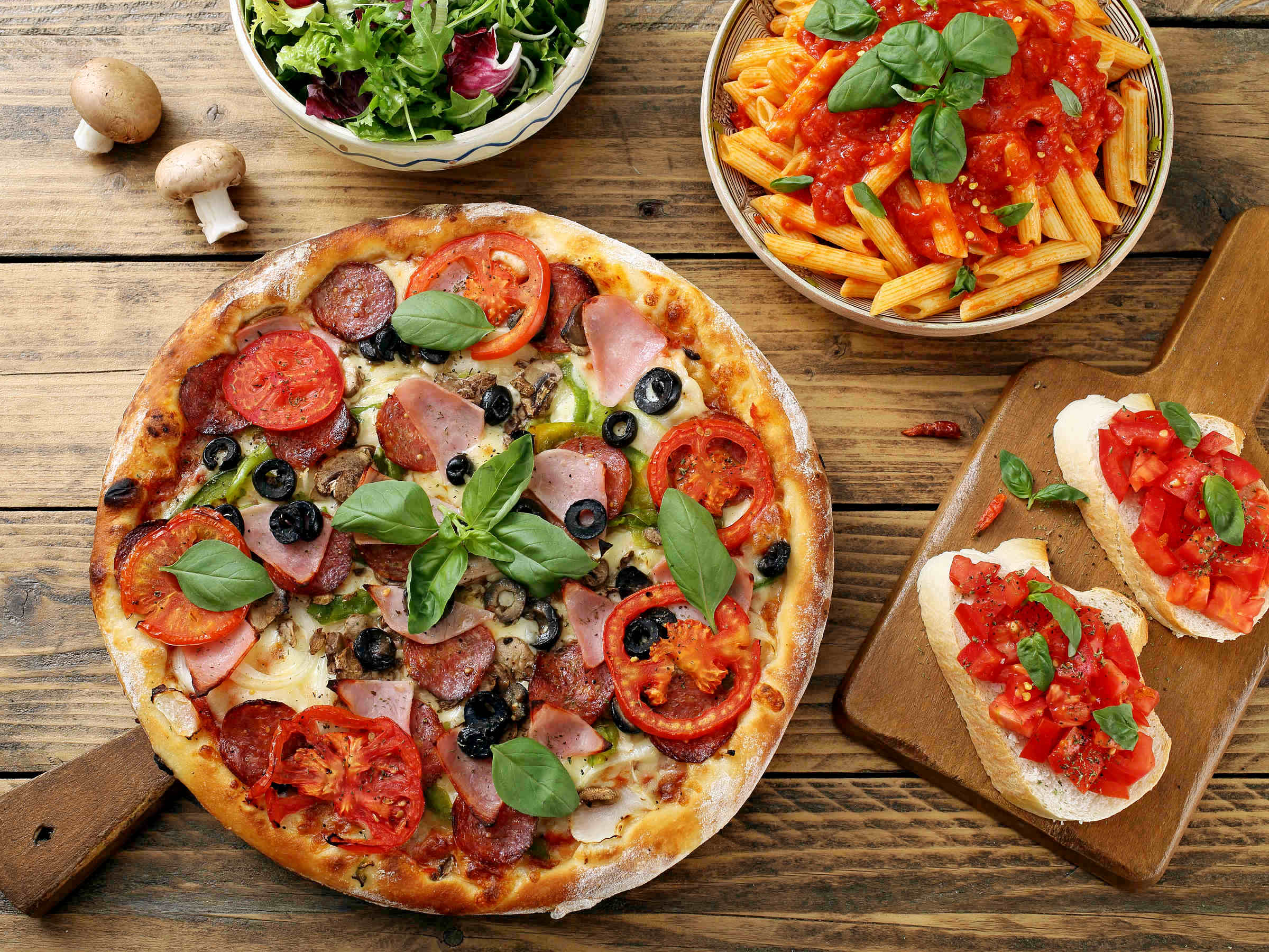 Top,View,Pizza,Pasta,With,Tomato,Sauce,And,Salad,Bowl