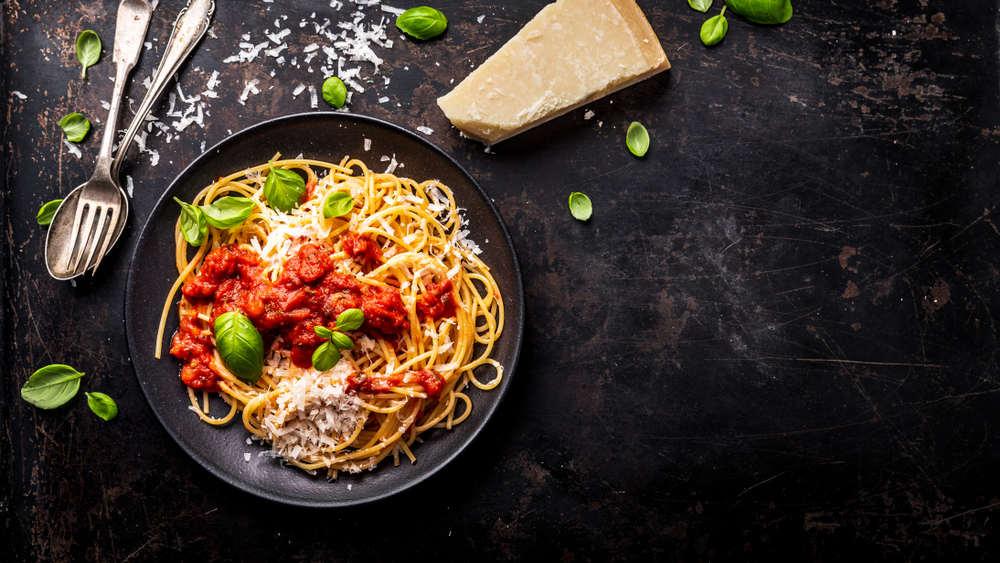 Delicious,Appetizing,Classic,Spaghetti,Pasta,With,Tomato,Sauce,,Parmesan,Cheese